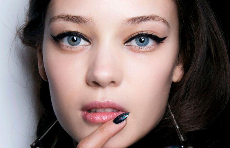 Как сделать естественный макияж со стрелками для любого события: красивые фото с примерами