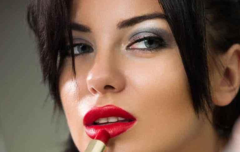 Как сделать легкий макияж для брюнеток: подбираем неотразимый образ