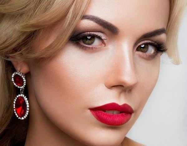 Как сделать легкий макияж для блондинок: подбираем наиболее подходящие цвету глаз оттенки