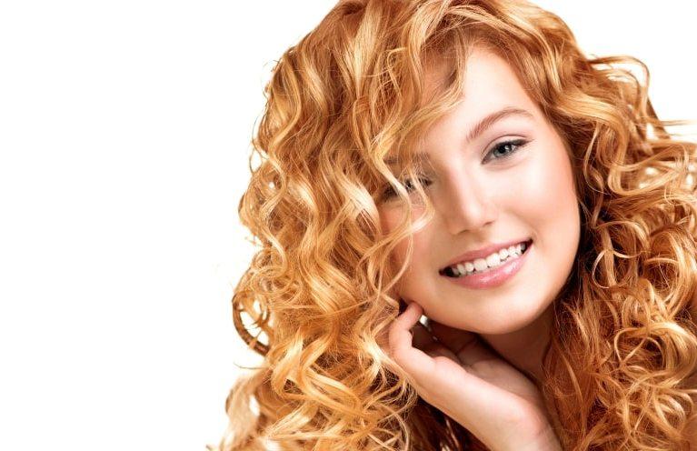 Как правильно ухаживать за волнистыми волосами в домашних условиях?