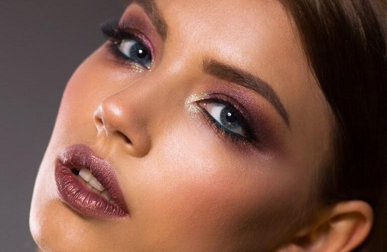 Как сделать интересный макияж губ: выбор цвета помады и техники выполнения