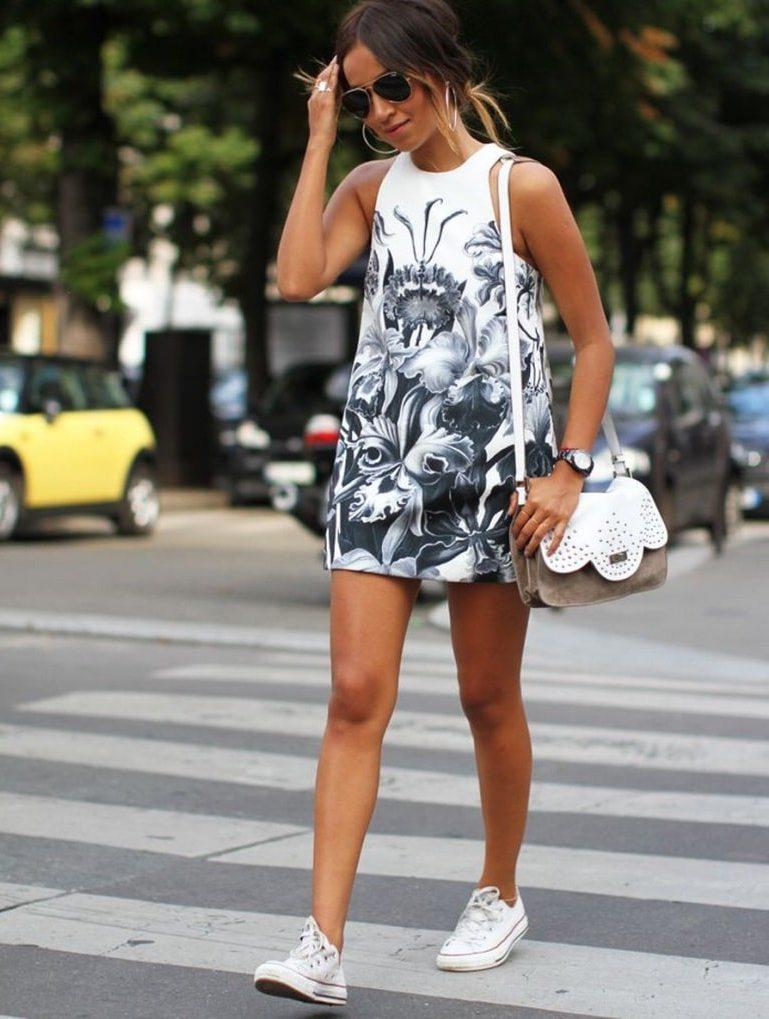 Какие женские платья сочетаются с белыми кроссовками: модные образы с фото