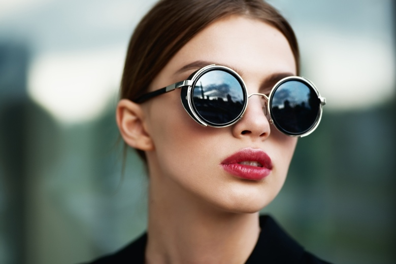 Кому подходят женские солнечные круглые очки по форме лица и с какими нарядами сочетать