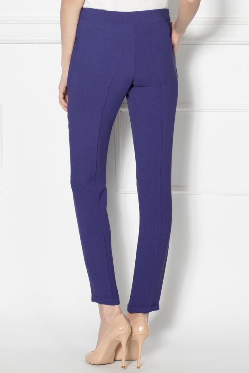 С чем носить синие женские брюки - самые модные тенденции