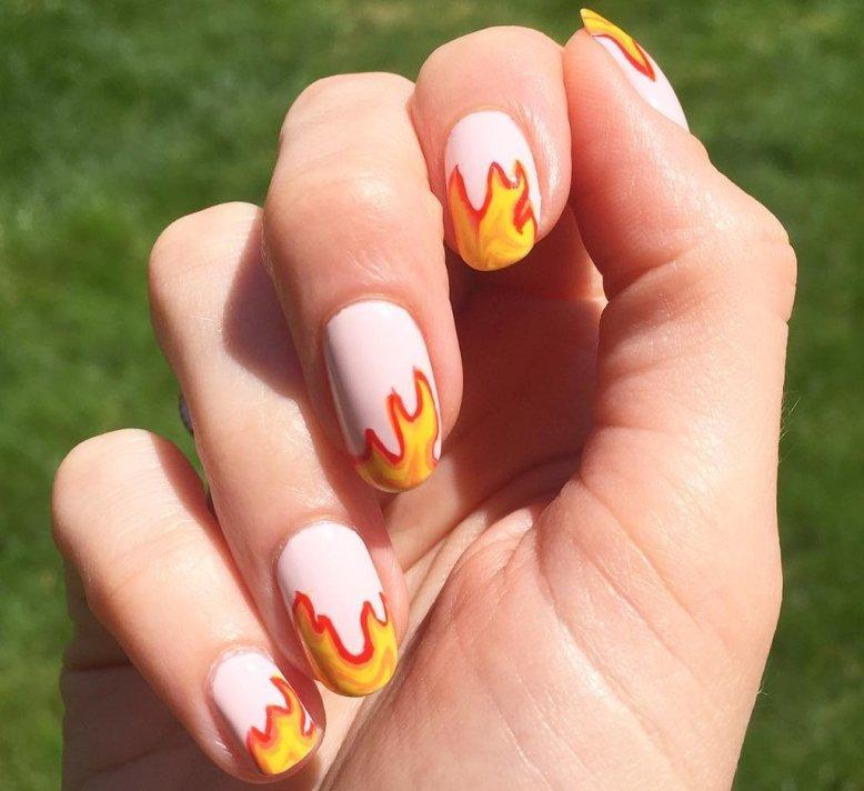 Модный маникюр с огнем: интересные идеи на коротких и длинных ногтях