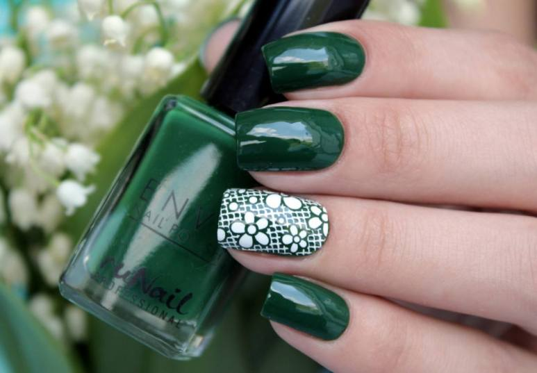 Зеленый маникюр на короткие и длинные ногти - модные тенденции с фото