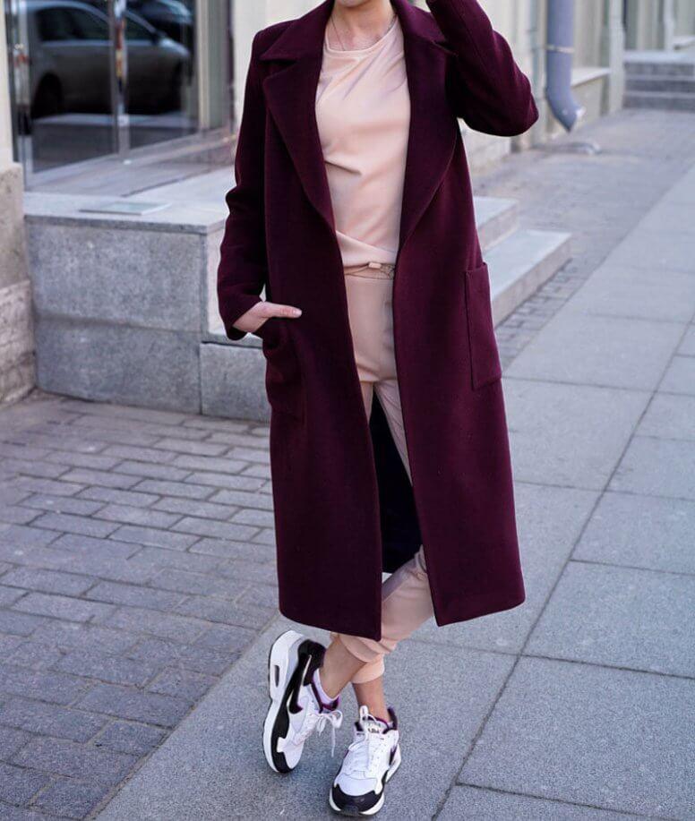С чем носить бордовое женское пальто: фото модных фасонов и сочетаний