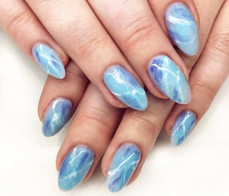 Маникюр голубой: модные тренды на разную длину ногтей с фото