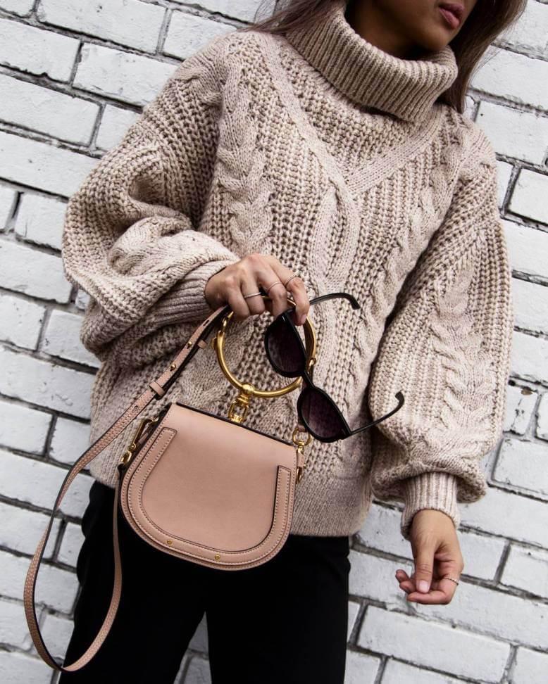 Как и с чем носить женский свитер оверсайз: фото модных сочетаний