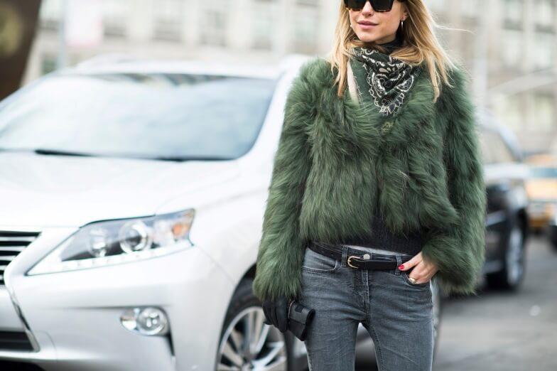 С чем сочетается оливковый цвет в одежде женщины: фото модных образов
