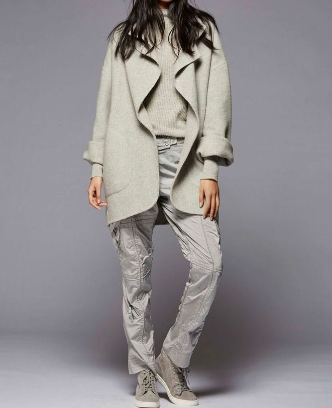 С чем сочетается серый цвет в женской одежде: фото модных образов
