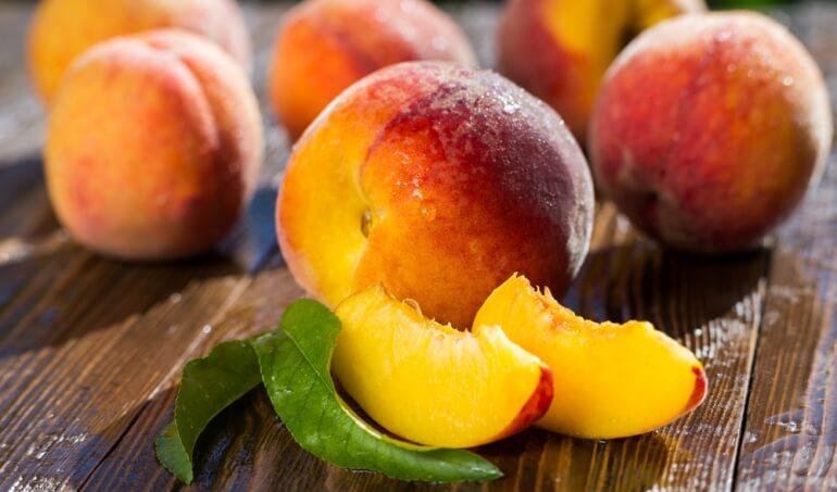 Чем полезны персики для организма мужчин и женщин и есть ли противопоказания?