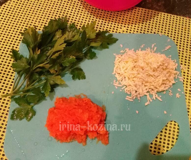 Как приготовить очень вкусный слоеный салат с курицей и грибами
