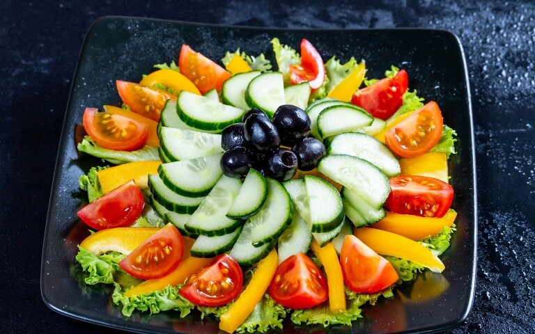 Овощная нарезка - фото оформление на праздничный стол