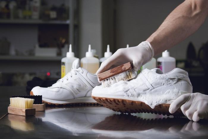 Как можно отмыть белые кроссовки в домашних условиях