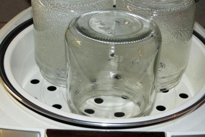 Как правильно стерилизовать стеклянные банки и крышки для закруток