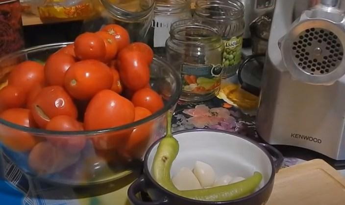 Аджика из помидор на зиму - лучшие рецепты