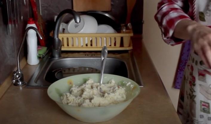 Салат с копченой рыбой горячего копчения