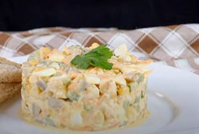 Салат с консервированными шампиньонами - самые простые и вкусные рецепты