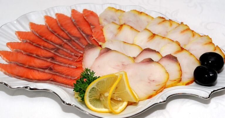 Оформление рыбной тарелки к праздничному столу в домашних условиях