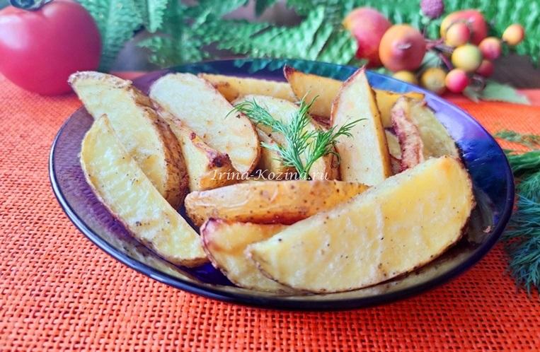 Картофель в духовке по-деревенски - 6 простых рецептов