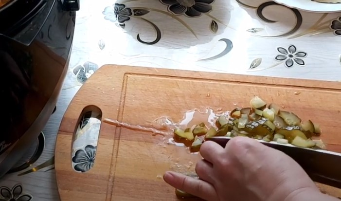 Как приготовить рассольник с солеными огурцами и перловкой?
