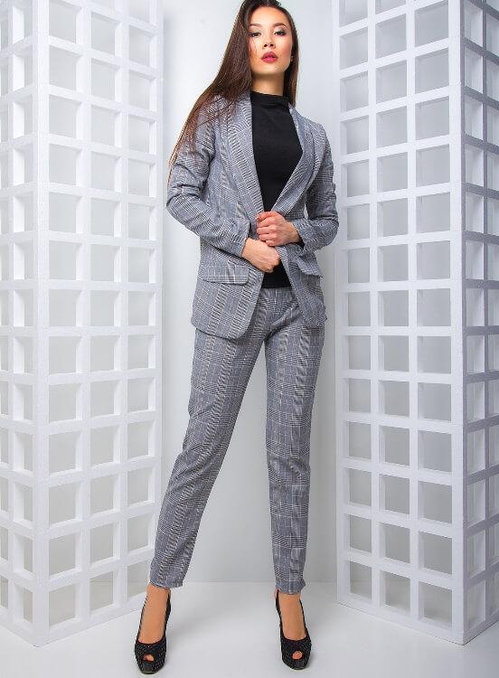 Женские брючные костюмы 2021 - модные модели с фото