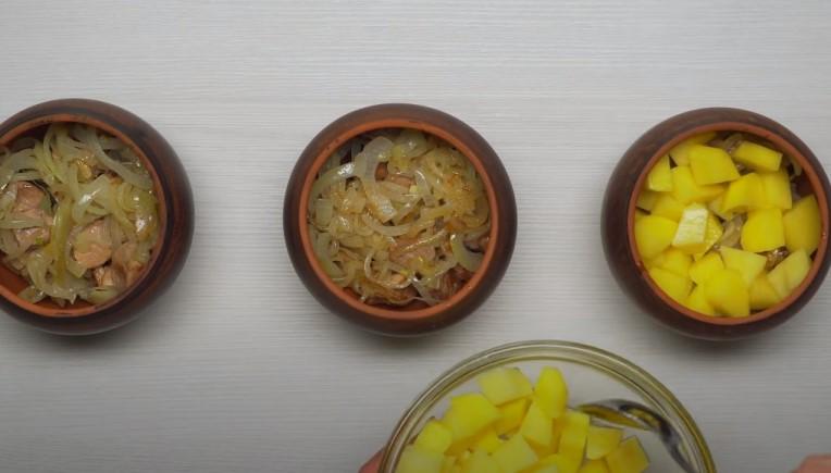 Мясо в горшочках с картошкой в духовке - 4 вкусных рецепта