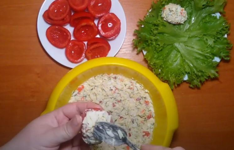 Фаршированные помидоры на праздничный стол: 6 простых и вкусных рецептов
