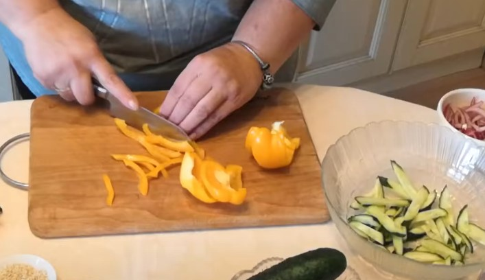 Рецепты салата Нептун с морепродуктами - простые и вкусные
